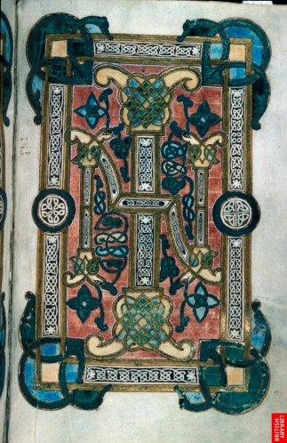 Cet évangile du 9eme siècle est vraisemblablement un exemple type de manuscrit de cérémonie. Sa densité, de style nordique-celtique, l'instaure en objet sacré et précieux.