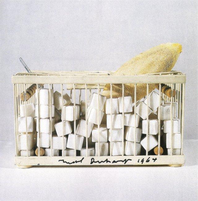 Why not sneeze ? Un éternuement des bocs de marbre disperserait les fragments au delà de la cage...