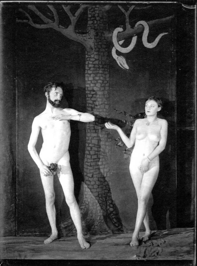 Duchamp et Bronia Pelmutter en Adam et Eve, d'après Cranach..