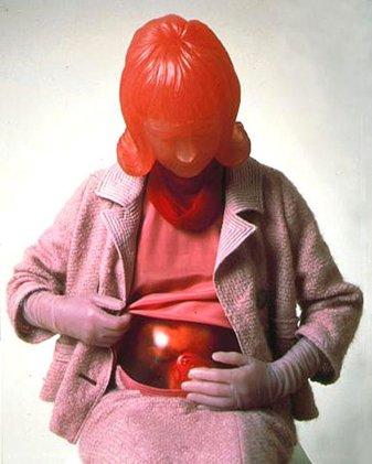 """Louise Bourgeois, """"into me"""", autoportrait en femme enceinte ; dévoilement et face cachée. Puissance et présence."""
