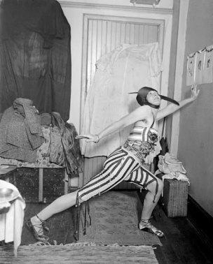 Elsa von Freytag, la libre dadaïste, expérimente les jeux de rôles, dès 1915, à New York.