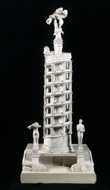 Quelles que soient les étapes de ces deux oeuvres, par exemple, la question de l'architecture et de la monumentalité est clairement engagée. La dimension collective et lyrique, propre aux cathédrales également avec les thèmes du jugement ultime de l'humanité ou du travail et de la société