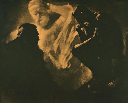célèbre portrait de Rodin, où la mise en scène révèle la multiplicité des approches de la lumière,: modelé, contre-jour, positif/négatif etc..
